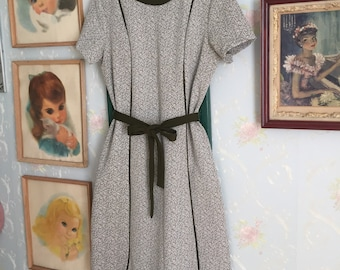 Vintage 1960s Women's Mod Green Speckled Marble Polyester Shift Dress! Size L-XL