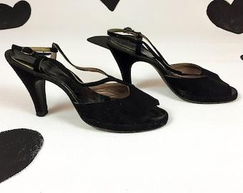 late 1940's black suede open toe T-strap high heels 40's avant garde slingback scalloped asymmetrical peep toe pinup pumps / size 9 M / Noir