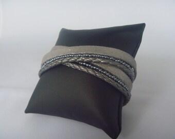 Leather wrap bracelet silvergrey en blue/grey beads
