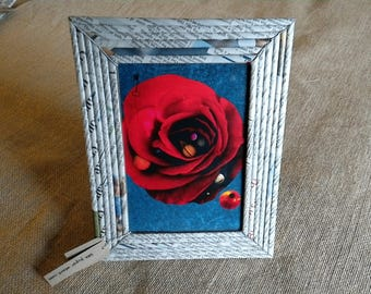 Recycled/upcycled paper picture frame