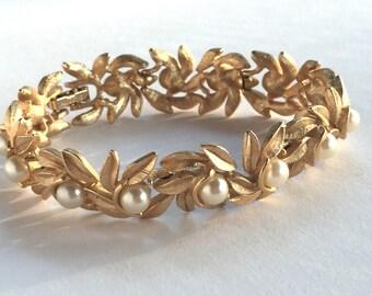 Vintage Goldtone Necklace by Avon