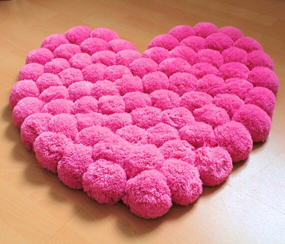 heart rug pom pom rug girl nursery rug baby rug teen room. Black Bedroom Furniture Sets. Home Design Ideas