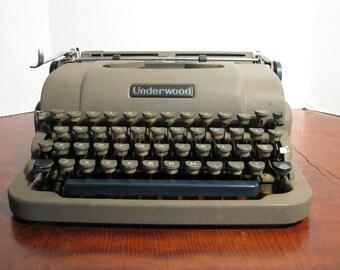 Vintage Underwood Finger Flite Champion Portable Typewriter