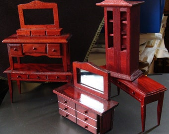 Small Scale Dollhouse Furniture, Group Lot, 5 Pieces