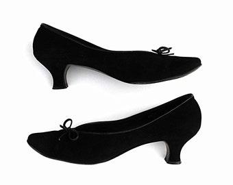 1940's Amalfi Black Noir Suede Stilettos Rare Vintage Italy Designer Bow Tie French Pompadour Shoes Victorian Style Contour Louis Heel Pumps