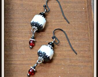Noir blanc et boucles d'oreilles rouge pétillant cadeau Bijoux insolites