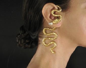 Statement earcuff, pearl gold ear cuff, gold snake earring, statement jewelry, luxury gift for woman, artisanal