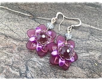 Lucite Flower Earrings, Purple lucite flower earrings, purple flower earrings, flower earrings, lilac flower earrings, lilac dangle earrings