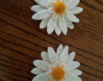 Daisies, A wool felt hair clip, wool felt, hand stitched, flower, hair clips