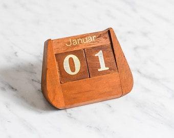 Perpetual Calendar, Permanent Calendar, Desk Accessoire, Desk Calendar, Desk Gift, Teacher Gift, Gift Mother in Law, Everlasting Calendar