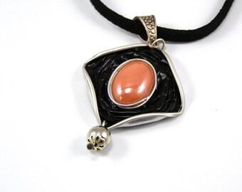 Diamond color coffee capsule necklace black and orange