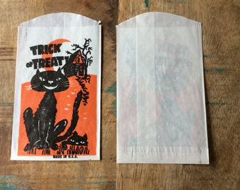 Lot of 20 small paper Halloween treat bags from the 70s