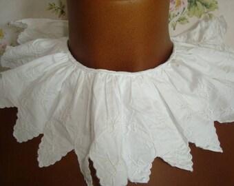 Collier vintage ou garniture pour vêtement - approvisionnement datant du début du 20e siècle France