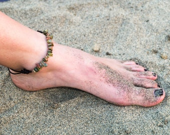 Green/Red Puka Shell Anklet/ Slipknot Anklet/ Beach Anklet/ Leather Anklet