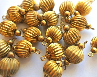 6 Vintage metal connector beads with 2 small ball beads at the sides 11mm