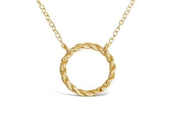 Single Gold Chain Circle Pendant