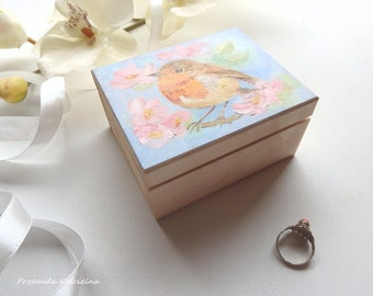 Robbin Bird Hand painted wooden RING BOX Small Jewelry box Bird lover gift Wedding Engagement Bridesmaid Mother Day gift