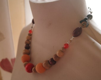 Necklace wood and steel clasp