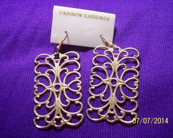 Costume Gold Tone Scroll Work Earrings #238