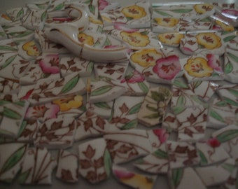 Vintage Chintz mosaïque carreaux rose, fleurs jaunes - tuile de mosaïque - Mauve, feuilles vertes sur fond blanc-tesselles tuiles