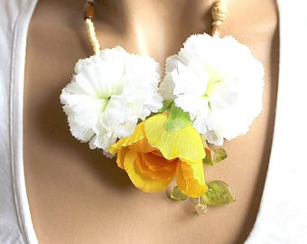 Necklace yellow and three flowers