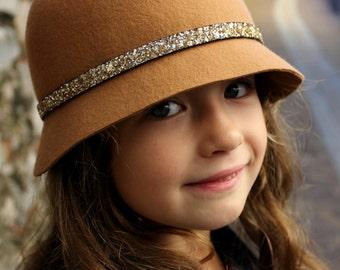Little girls cloche hat, brown winter hat for children, toddler girl felt hat, felt hat kids, brown cloche hat, sparkly gold cloche