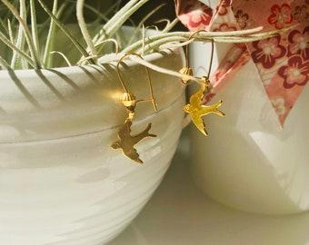 Little gold summer swallows