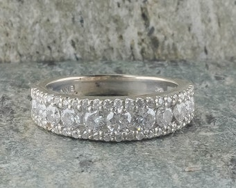 14K White Gold 1.00ctw Round Diamond Accented Wedding Band Ring Size 7