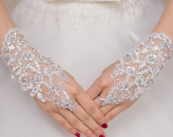 Off White Enchanting Lace Diamond Fishnet Gloves New! Ready 5-6 days.