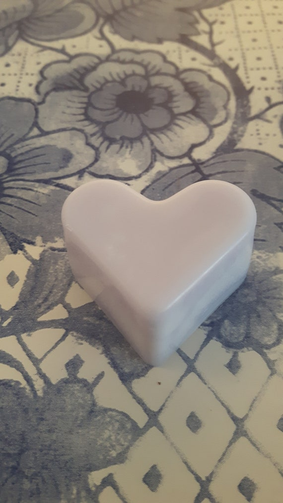 Parma violet wax melts.  Vegan eco friendly soy wax melts.  Hand poured beautifully scented soy wax melts for oil burners.  Made in Wales