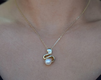 7.9mm Japanese Akoya Pearl Pendant in 14K Yellow Gold
