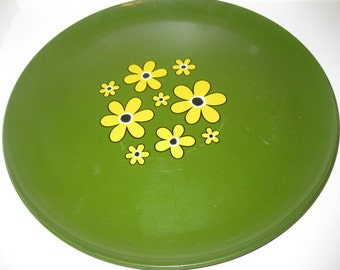 Green Daisy Tray Yellow Daisies Serving Platter Plastic Crazy Daisy Flowers Decorative Tray Hippie Tray Groovy Home Decor Outdoor Dishes