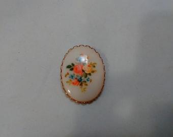 Vintage Plastic Floral Cabochon Brooch