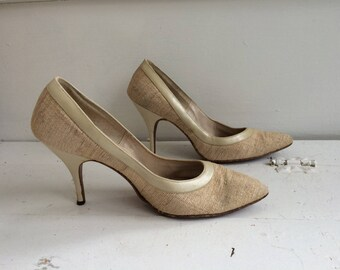 Vintage 60s Shoes Heels 1960s Pointy Toe 6 1/2 Qualicraft Fabric Neutral