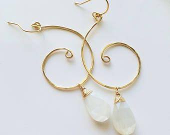 White Moonstone Earrings, 14k Gold Filled Swirl Earrings, Gold Swirl Earrings, White Moonstone Jewelry, Gold filled Moonstone Eariings