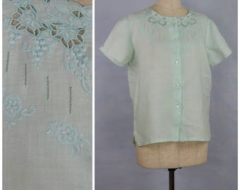 Vintage blouse, 1980's pale turquoise linen blouse, Ladies summer blouse, Hand embroidered decoration, 80's loose fit, short sleeved blouse