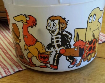 Halloween Bucket or Pail Plastic with Metal Handle by Shamrock Industries - Vintage Halloween Candy Pail - Home Decor