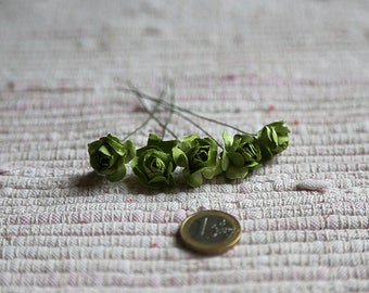5 small realistic green paper roses