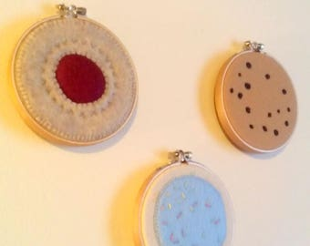 Hand embroidery art 3 piece cookie wall art