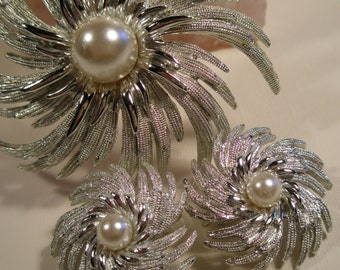 Vintage Sara Coventry brooch and earrings set