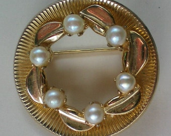 Cultured Pearl Gold tone Circle Brooch - 4411