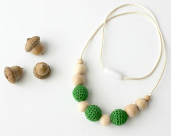 Green Baby Wearing Necklace Crochet Teething Necklace Natural Eco Friendly Nursing Necklace Wooden Sensory Toy Gift for New Mom Baby Shower