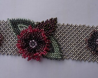 Knitted flowers beaded bracelet