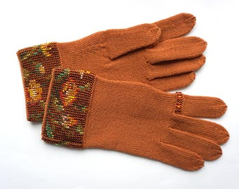 gloves with glass bead ornament