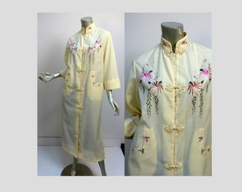 Chinese Traditional Lounge Robe Maxi Dress Size Medium Pale Yellow Poly/Cotton Blend Pink Embroidery Mandarin Collar