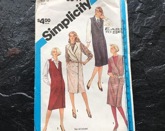 Vintage 1980s Easy to Sew Loose-Fitting Double Breasted Jumper Dress Pattern // Simplicity 6541 > Size 12 > sleeveless vest jumper