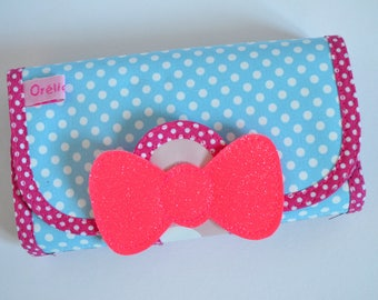 Pink pouch with blue hair bow.
