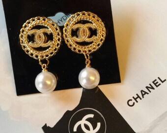Neue Ohrstecker  aus Knöpfen . Statement earrings. Wedding earrings.Boho Style.