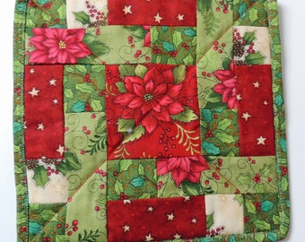 Mini Quilt Mug Rug Candle Mat Snack Mat Red Green Cream Christmas Poinsettia Patchwork Handmade Decorative Holly Gift Decoration Patchwork