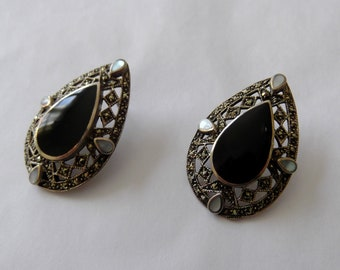 Vintage Sterling Marcasite Earrings / Tear drop earrings with onyx and mother of pearl inlay / Art deco inspired look